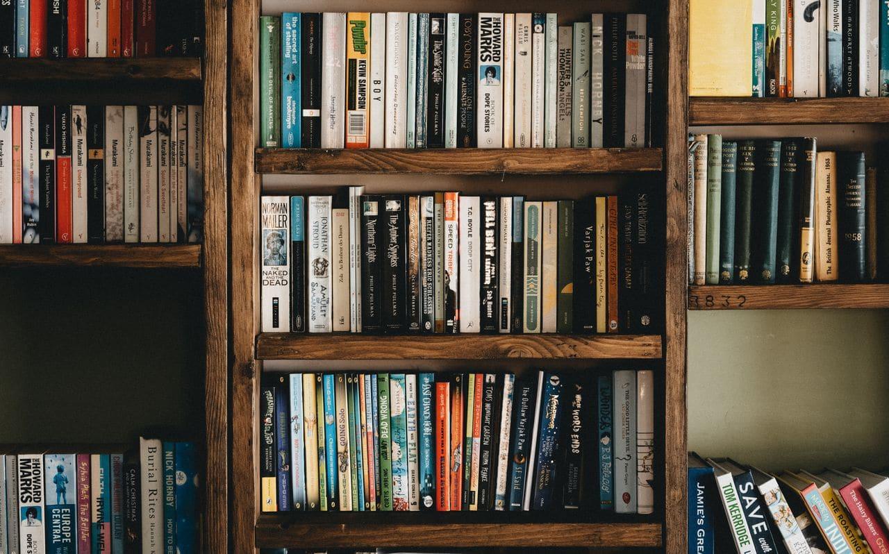 اختيار الألوان المناسبة لمكتبة المنزل