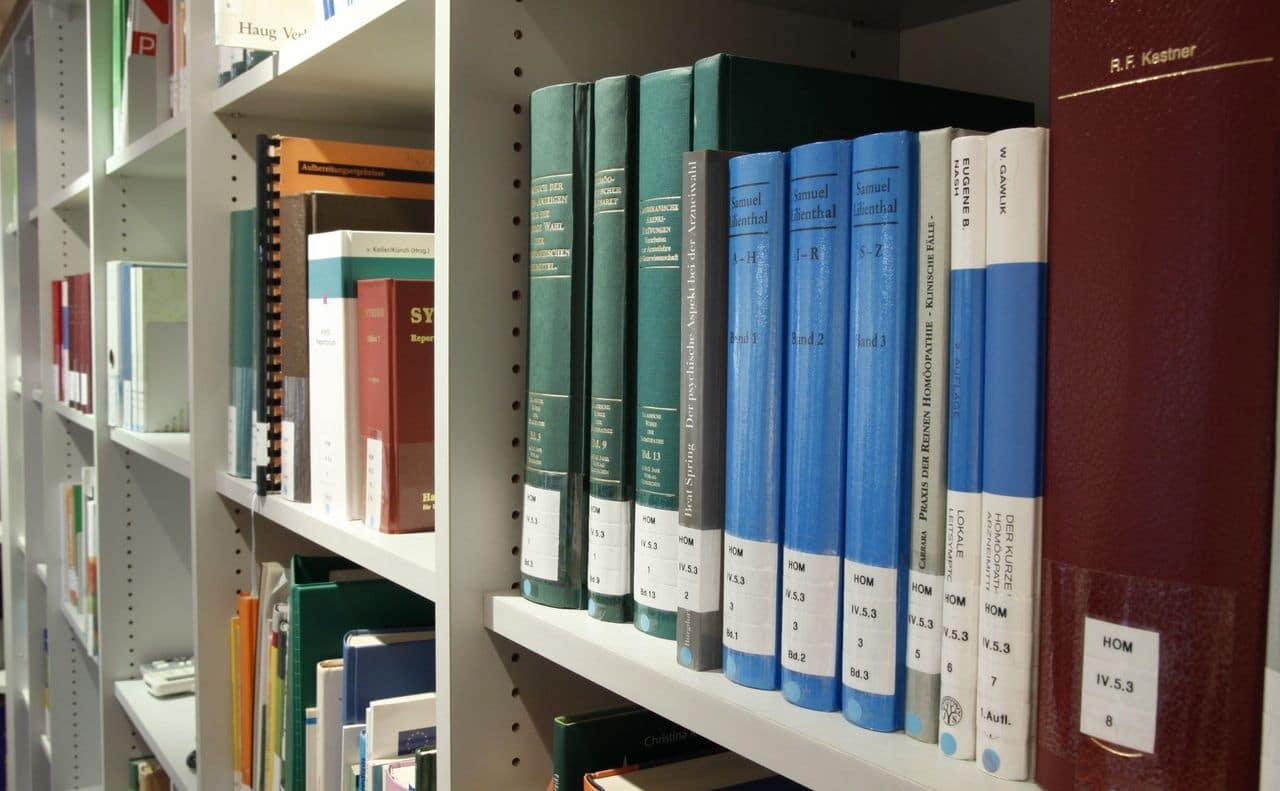 نوعية الكتب المناسبة لمكتبة المنزل