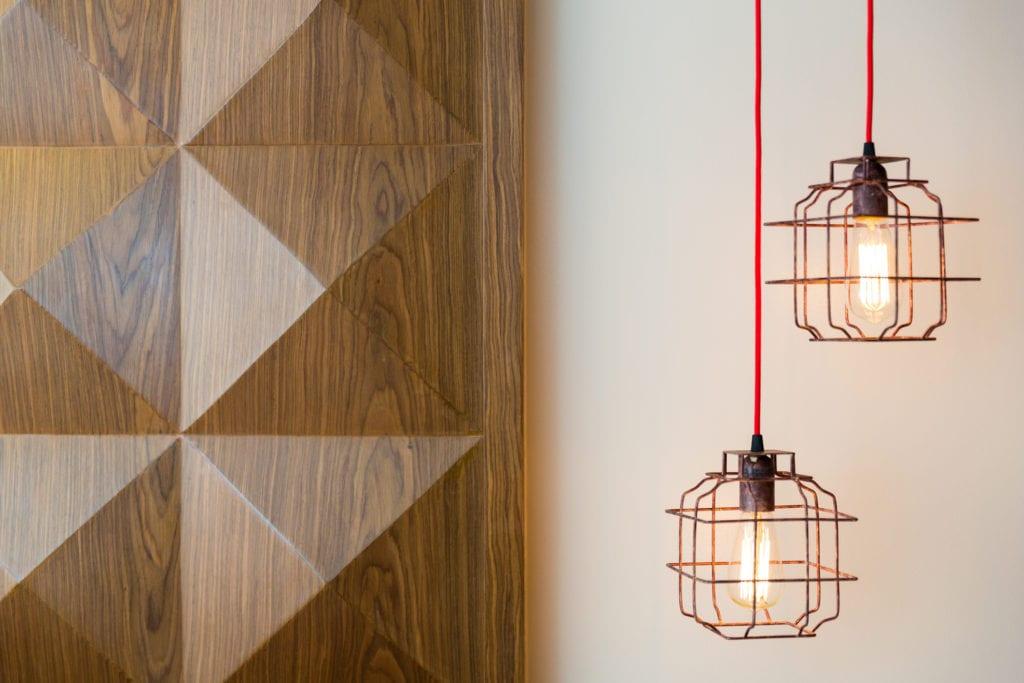 الإضاءة تحدث فرقًا في تصميم المنازل.
