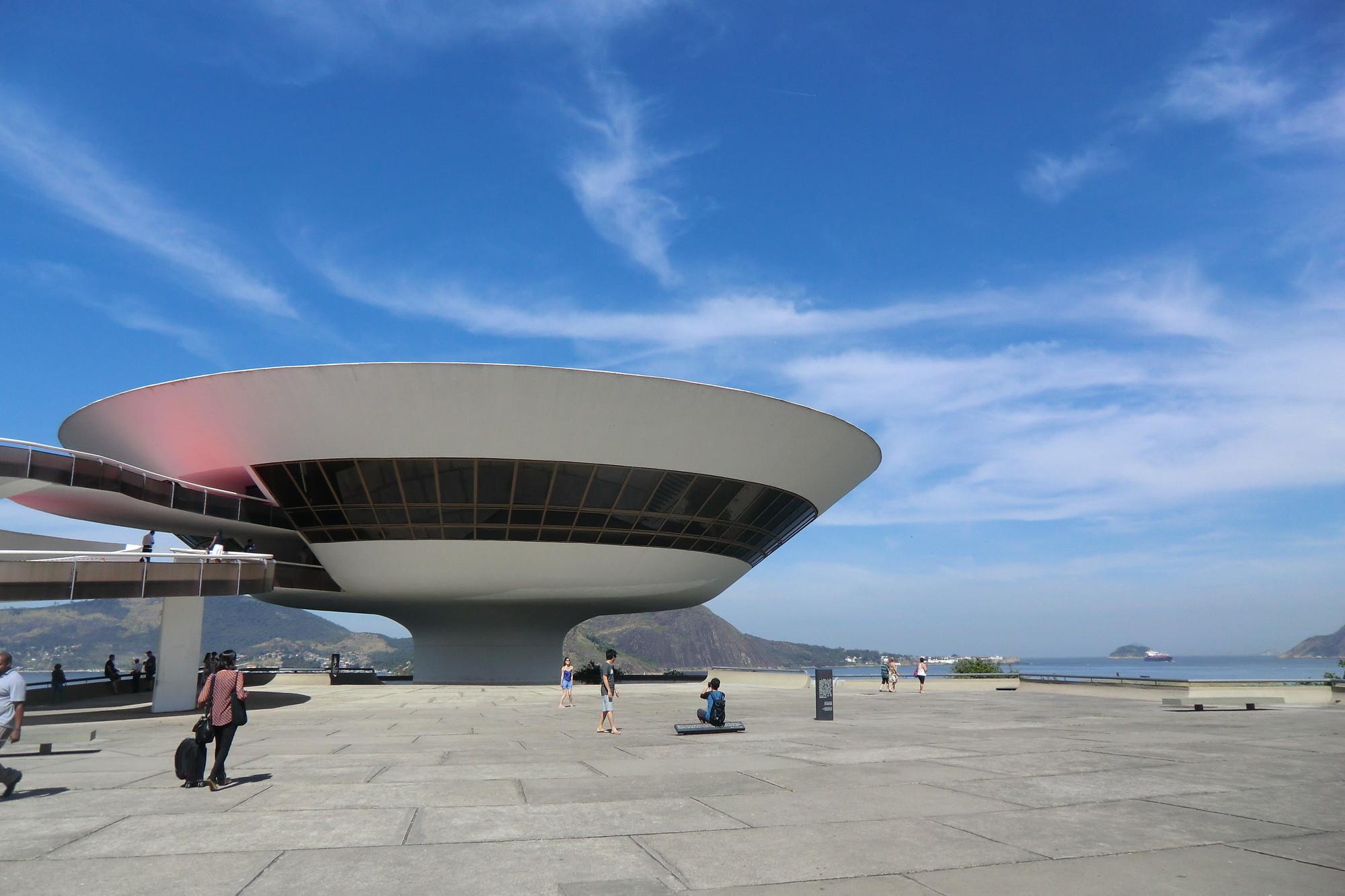 تصميم المتاحف متحف نيتيروي للفن الحديث بالبرازيل- معماري